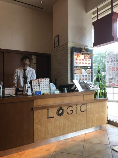 「LOGIC」横浜のロジックという大きなお店でナポリ風ピッツアランチをいただきました。_f0054556_12141390.jpg