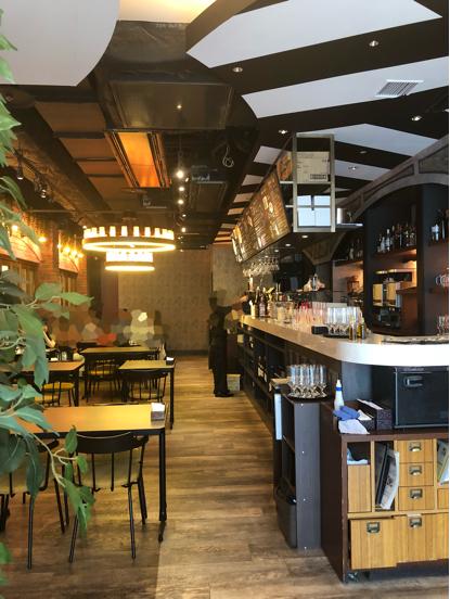 「LOGIC」横浜のロジックという大きなお店でナポリ風ピッツアランチをいただきました。_f0054556_12141862.jpg