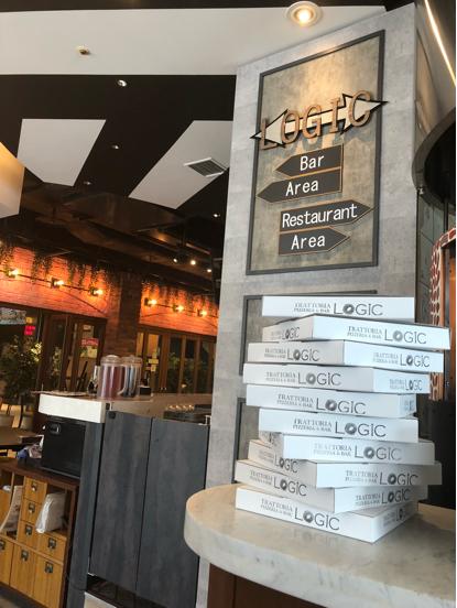 「LOGIC」横浜のロジックという大きなお店でナポリ風ピッツアランチをいただきました。_f0054556_17084677.jpg