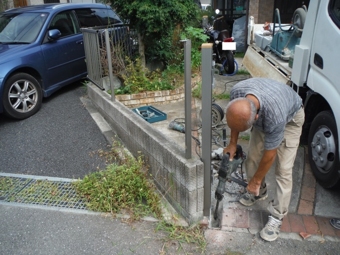 小工事 ~ 駐車場の入口を広げる1。_d0165368_11075278.jpg