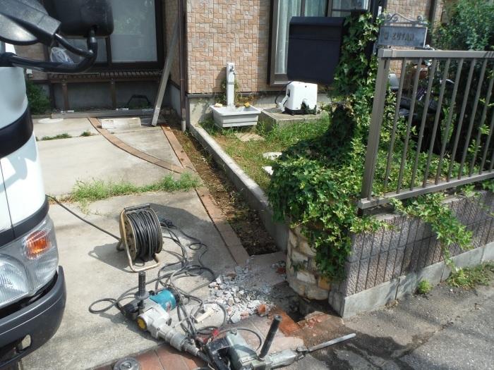 小工事 ~ 駐車場の入口を広げる1。_d0165368_11080344.jpg