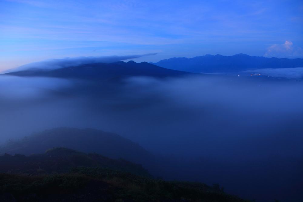 雲に浮かぶ八ヶ岳と南アルプス_c0032494_22432237.jpg