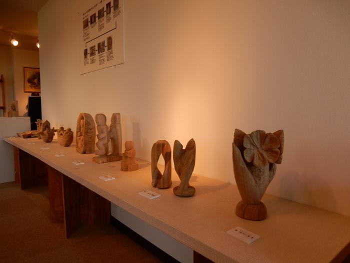 《 手が生み出す 木彫の世界 》  清里の森 彫刻ギャラリーGakou にて_b0221219_11314445.jpg