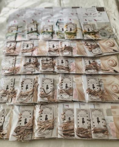明日は渋谷西武サンイデーの1Dayレッスンにてお待ちしています『しあわせのリボン刺しゅう』 出版記念ワークショップ 《花リースのコンパクトミラー》_a0157409_16260360.jpeg