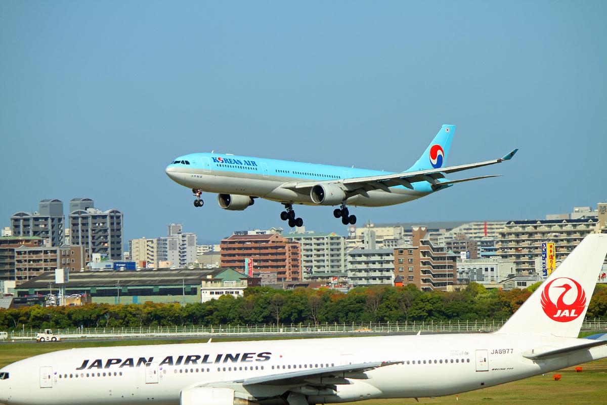 JAL Boeing777と。_b0044115_09435326.jpg