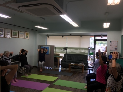 街デイ体操とカラオケ教室_c0113948_13524329.jpg