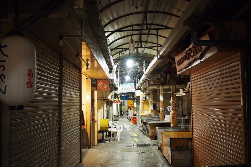 【那覇の超ディープスポット】栄町市場と「ムサシヤ」ブラック_b0008655_16082172.jpg