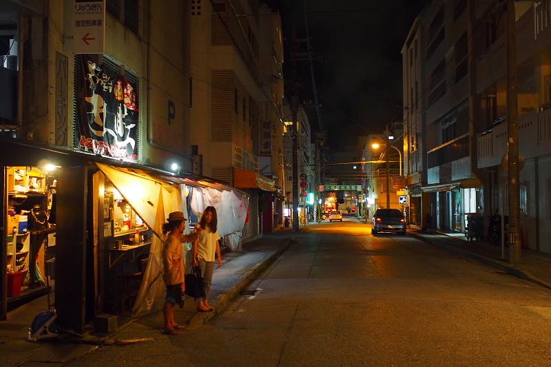 【那覇の超ディープスポット】栄町市場と「ムサシヤ」ブラック_b0008655_20535890.jpg