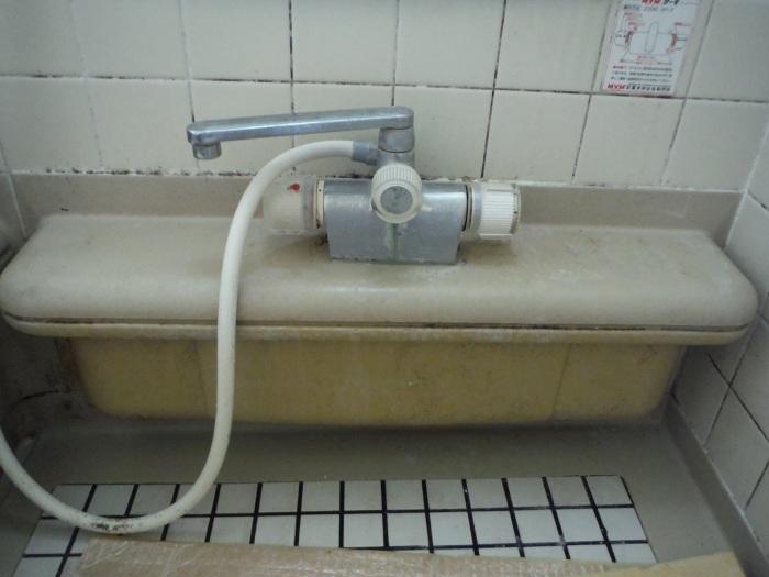 小工事 ~ ユニットバス水栓取替え。_d0165368_04351472.jpg