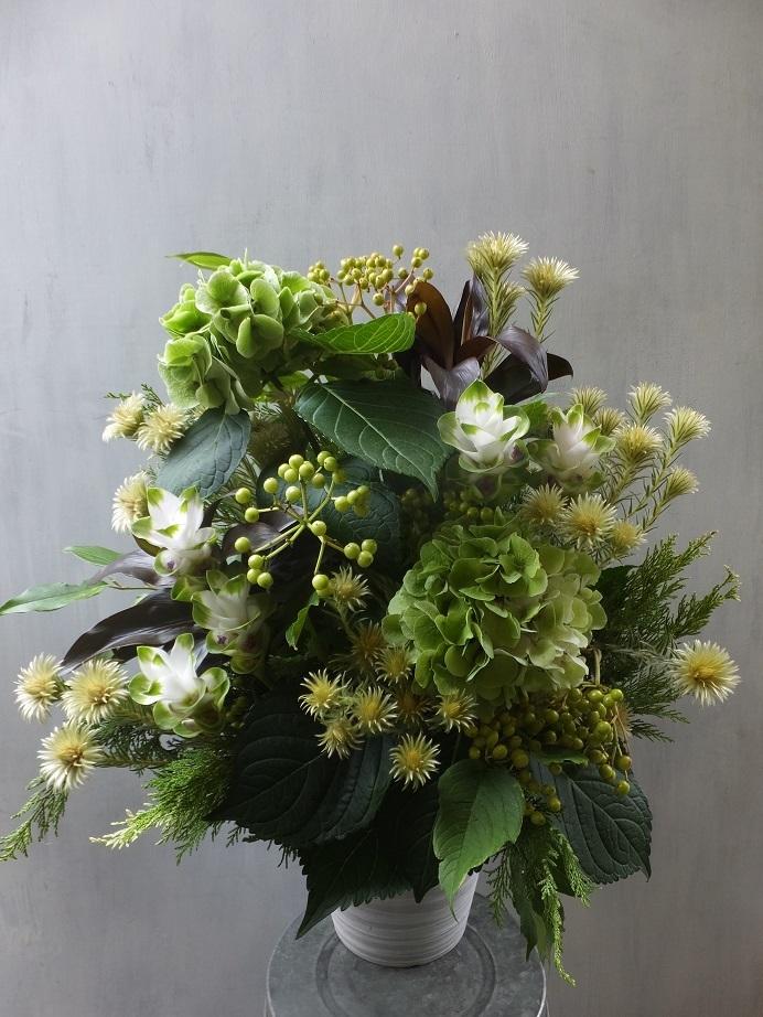 オークリーフ(秋色紫陽花とフィリカのアレンジメント)_f0049672_11020946.jpg