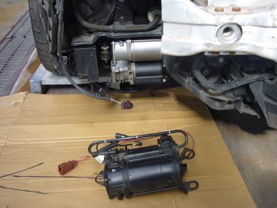 アウディ A6オールロード 車高が上がらない修理 (エアサスペンションポンプ交換)_c0267693_18145499.jpg