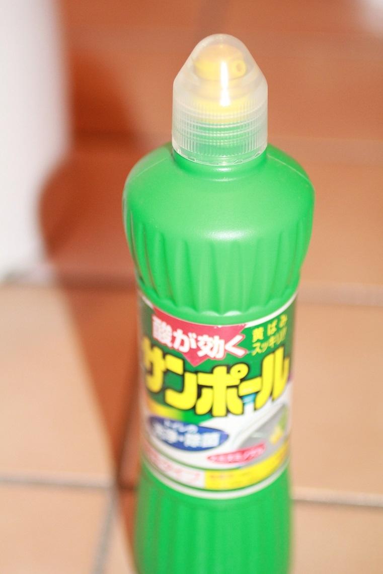 トイレの掃除は酸性の洗浄剤とアルカリ性の洗浄剤を使い分ける_a0107574_18320475.jpg