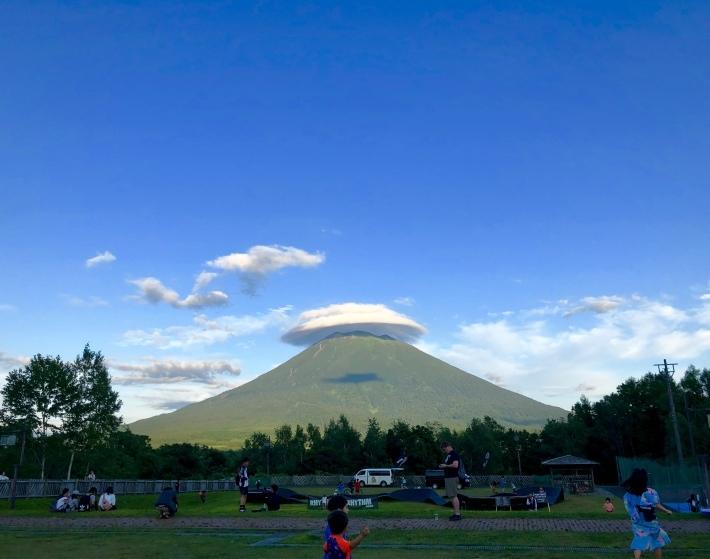 羊蹄山の傘雲 _a0103940_08322166.jpeg