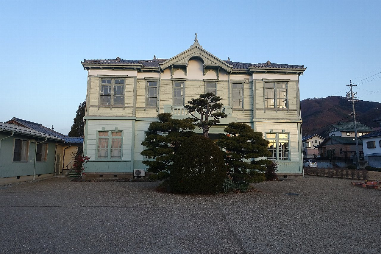 須坂の旧上高井郡役所_c0112559_08090499.jpg