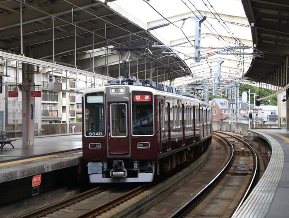 阪急8040系 正雀回送_d0202264_1435365.jpg