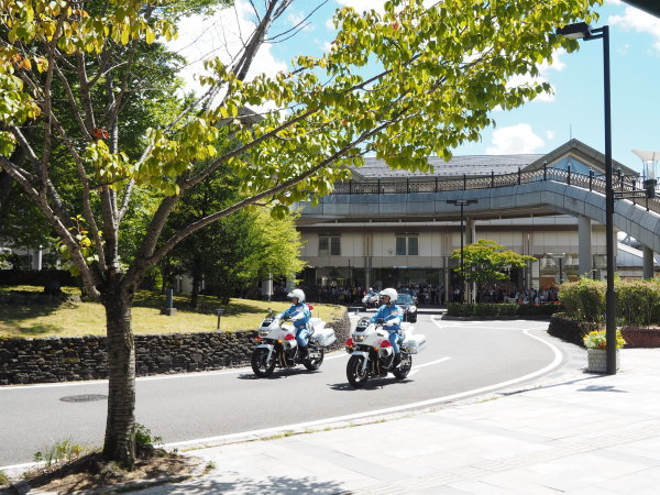 天皇皇后両陛下、軽井沢でご静養_d0035921_15563951.jpg