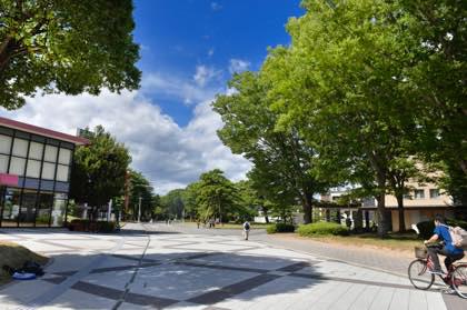 鳥取大学さんで.......夏休み期間とあってキャンパス内は........._b0194185_21385782.jpg
