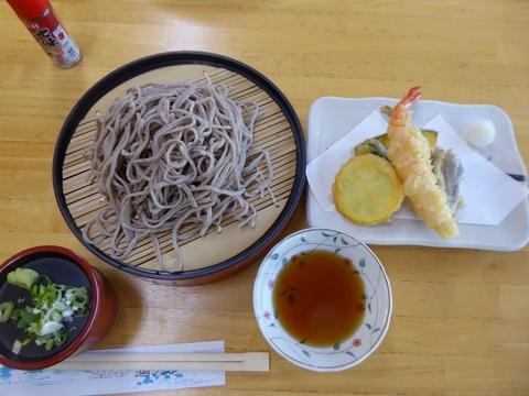 昼食と畑_e0087201_190888.jpg