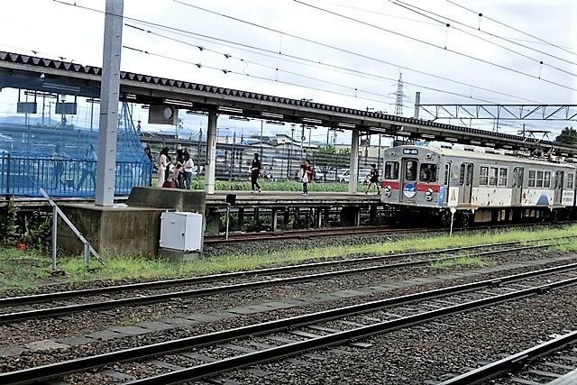 藤田八束の鉄道写真@弘前城と貨物列車、そして弘南鉄道・・・川辺駅で逢ったリゾート特急「しらかみ」_d0181492_20141228.jpg