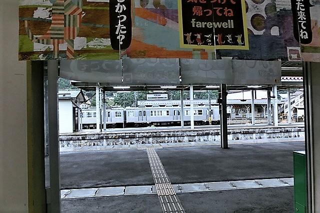 藤田八束の鉄道写真@弘前城と貨物列車、そして弘南鉄道・・・川辺駅で逢ったリゾート特急「しらかみ」_d0181492_20152367.jpg