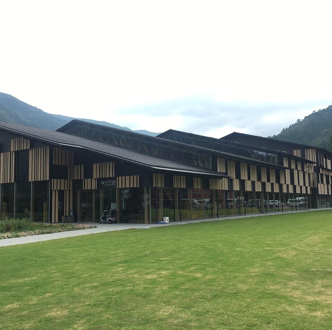 建築探訪 雲の上の図書館_e0028417_22054950.jpg