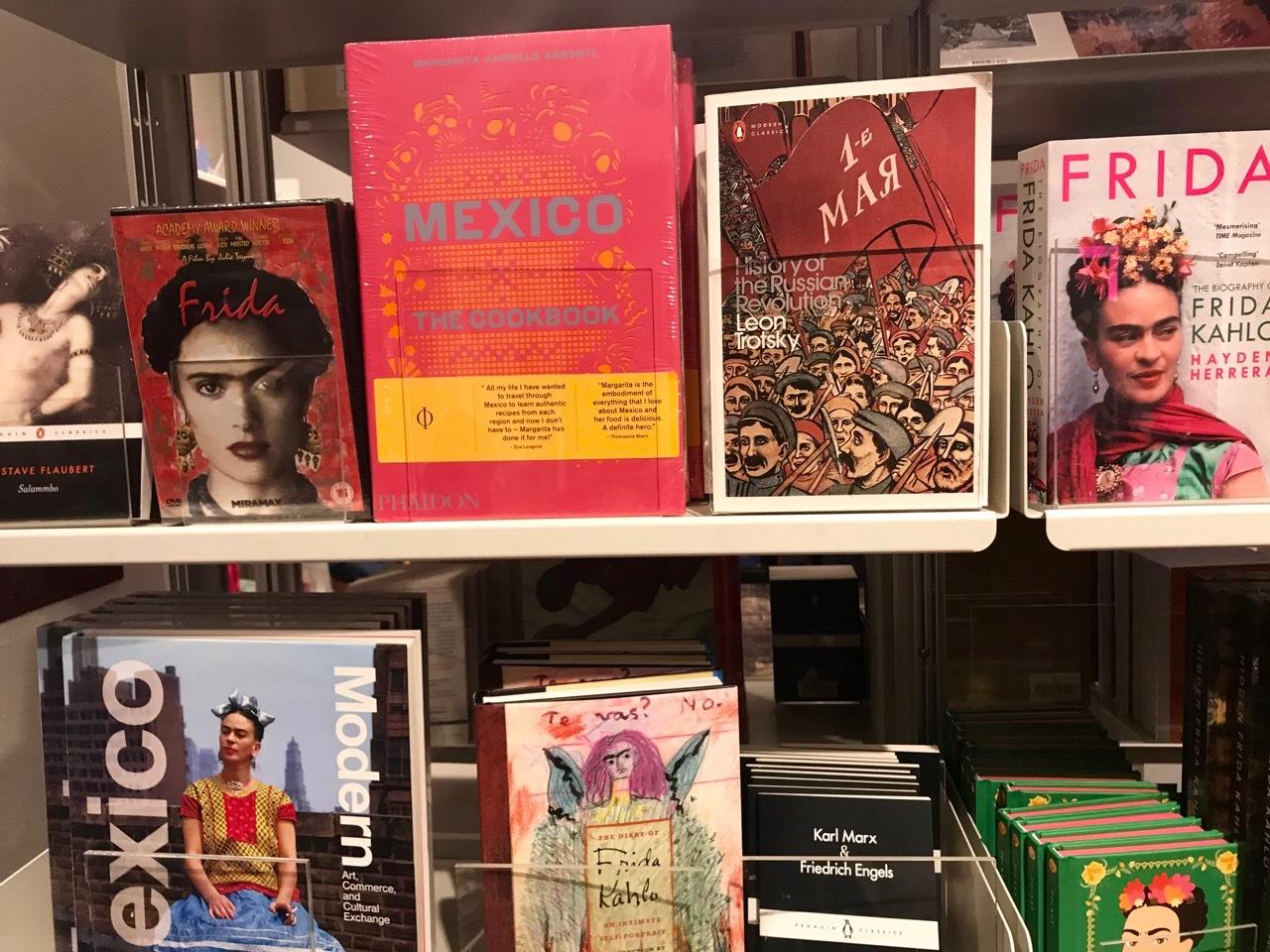 V&A博物館のフリーダ・カーロ展、Frida Kahlo - Making Her Self Up_e0114020_07034396.jpg