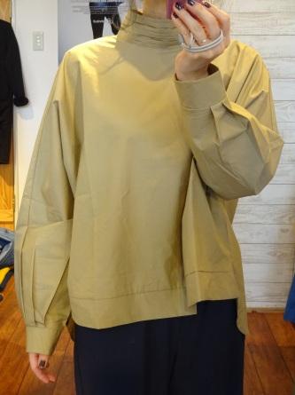 【襟元デザインと美シルエットで大人コーデ】_c0166624_12535964.jpg