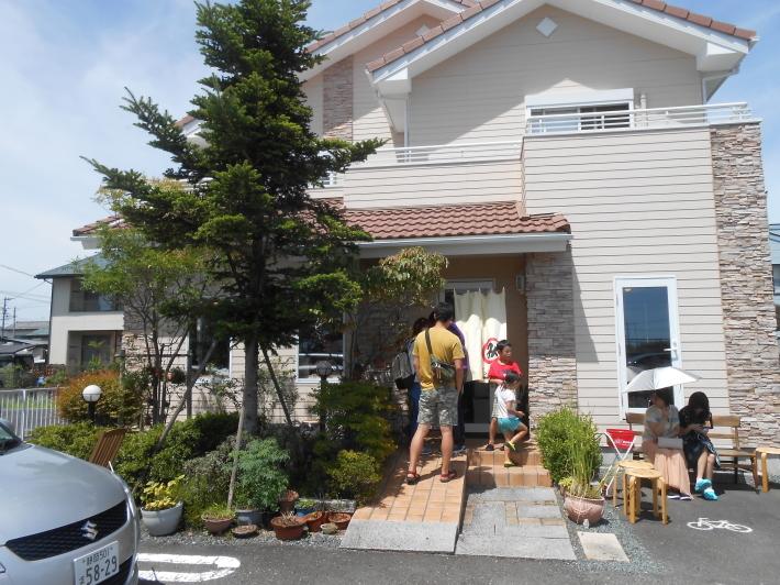 いつも並んでいる住宅街のラーメン屋さん_a0095931_07364304.jpg