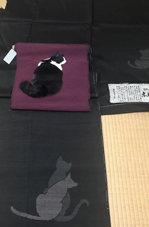 商品紹介・ふわふわ尻尾の本物のような白黒の猫の帯。_f0181251_116344.jpg