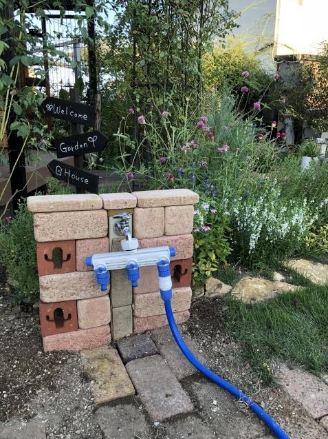 レンガを使って「立水栓」をちょっとだけ可愛くしました_a0243064_20200326.jpg