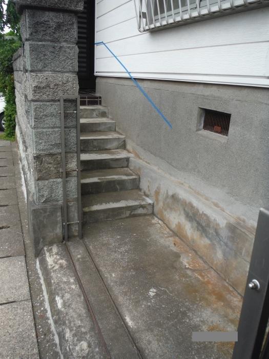 手摺と段差解消 ~ 階段と廊下に。_d0165368_07314067.jpg