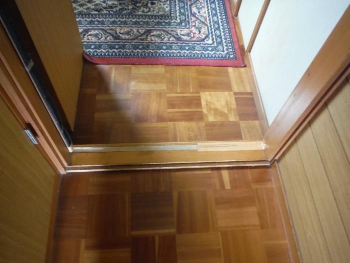 手摺と段差解消 ~ 階段と廊下に。_d0165368_07324992.jpg