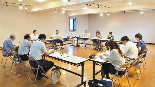 市の「行政改革推進委員会」が会館で開かれました_c0336902_20272457.jpg