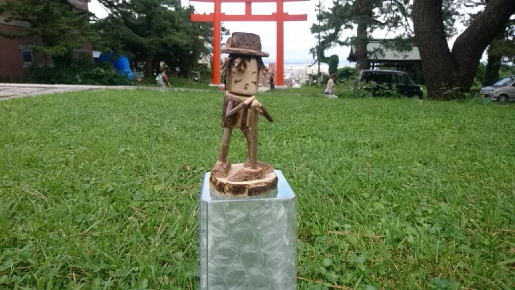 GLAYウォーカーより。GLAY木製人形のTERUも護国神社デビュー!_b0106766_14515298.jpg