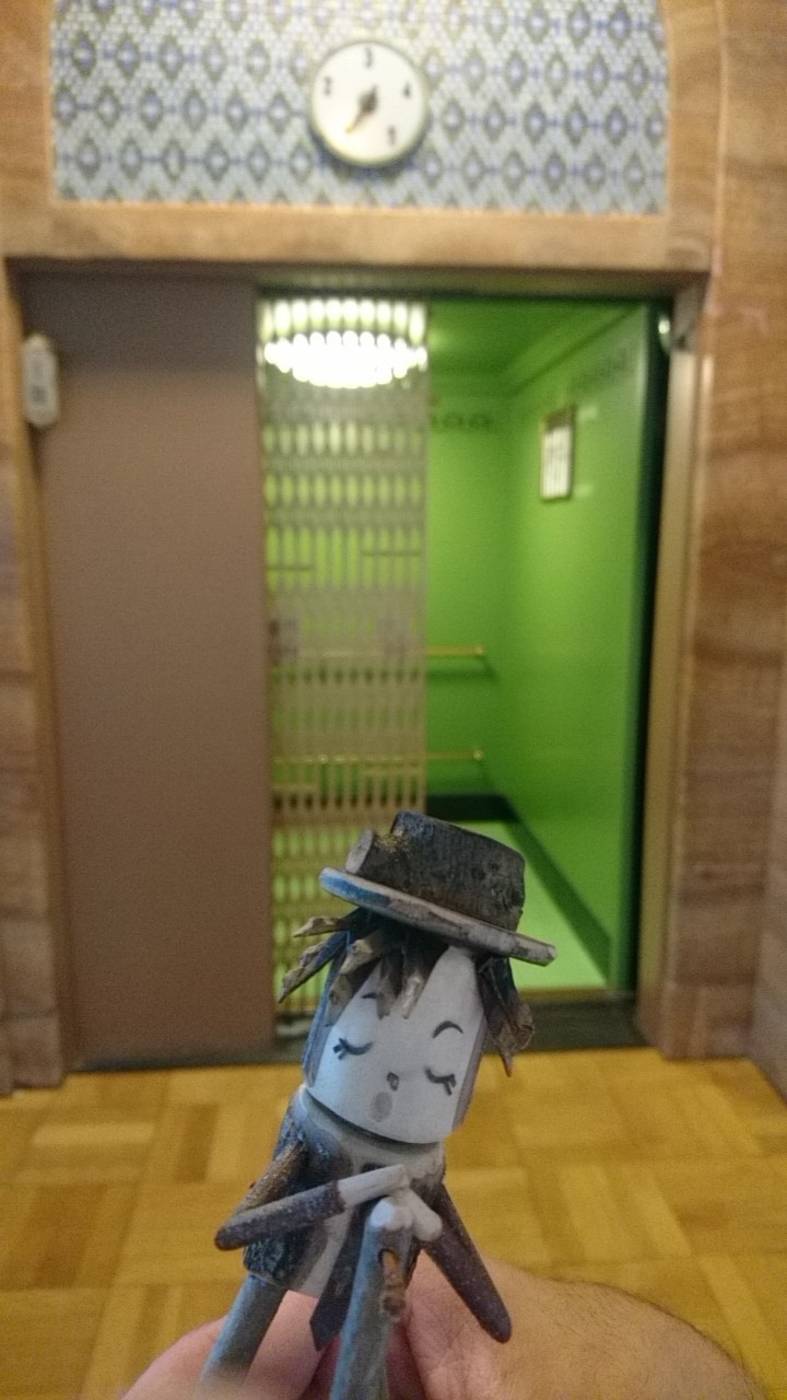 GLAYウォーカー。HISASHIの場所を横取りするTERU木人形_b0106766_17044786.jpg