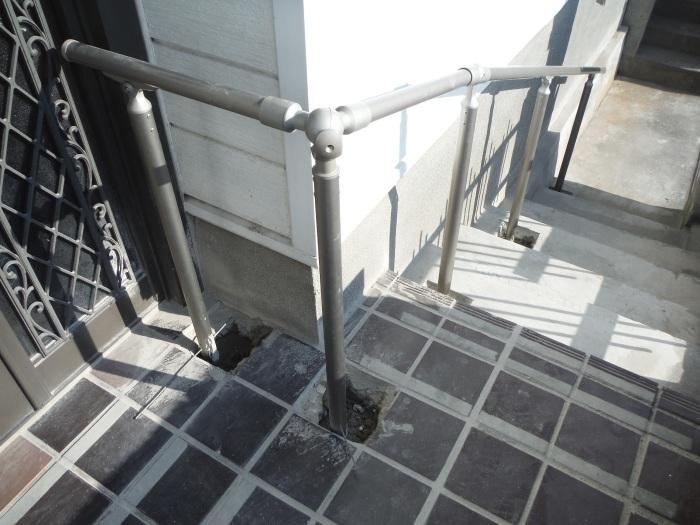 手摺と段差解消 ~ 階段に手摺取付。_d0165368_04410744.jpg