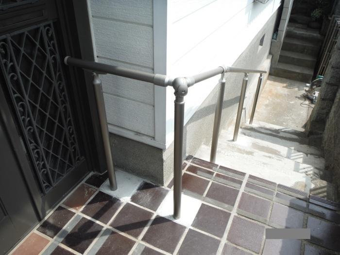 手摺と段差解消 ~ 階段に手摺取付。_d0165368_04415507.jpg