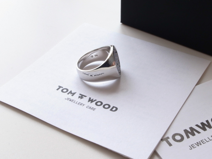 TOM WOOD PINKIE OVAL BLACK SPINEL RING_f0111683_13202765.jpg