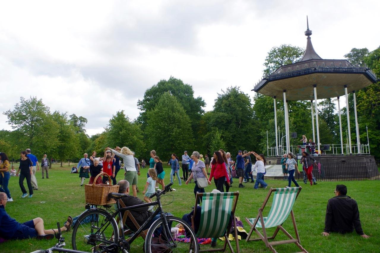 楽しみ盛りだくさん、土曜日のケンジントン・ガーデンズ_e0114020_16335006.jpg