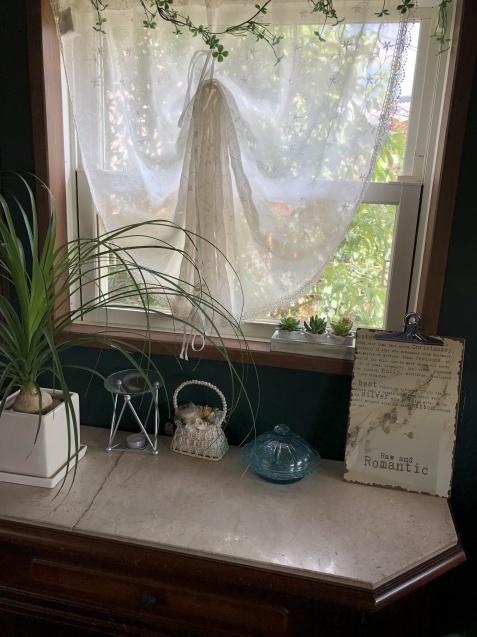 ガーデンハウスの冷蔵庫と蚊取り線香缶にリメイクシートを貼りました_a0243064_20062819.jpg