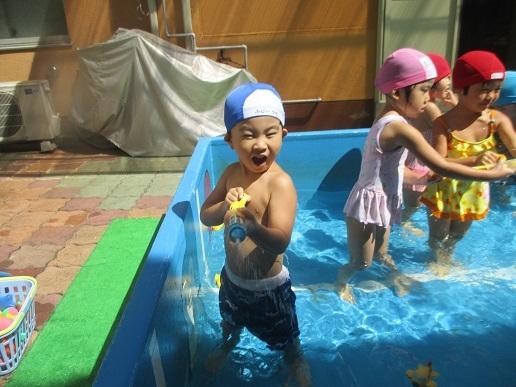 プール遊び ~さくら組~_c0212598_18113781.jpg