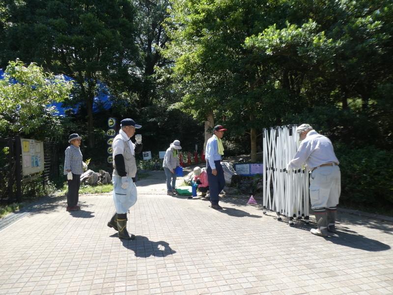 イベントの準備:テント張り・・・うみべの森_c0108460_16481022.jpg