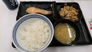 吉野家の焼き魚定食三選 『吉野家』さんま炭火焼き牛定食_c0364960_09390844.jpg