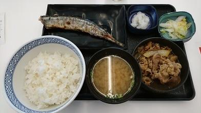 吉野家の焼き魚定食三選 『吉野家』さんま炭火焼き牛定食_c0364960_09392874.jpg