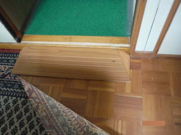 手摺と段差解消 ~ 各部屋との段差解消。_d0165368_03544090.jpg