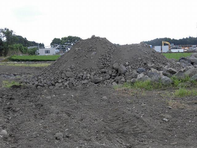 違反事業者は氏名等を公表! 議員有志で市内の土砂採取や埋め立ての状況について勉強会を開催_f0141310_07432807.jpg