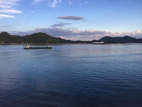 瀬戸内海が一望できるカフェへ_e0295926_15045650.jpg