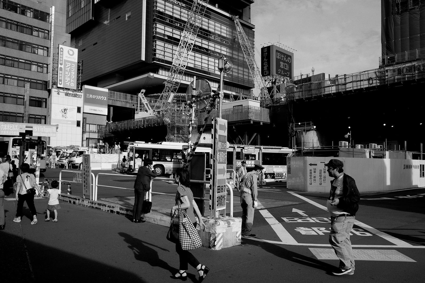 急ぎ足の街_f0121181_04202811.jpg