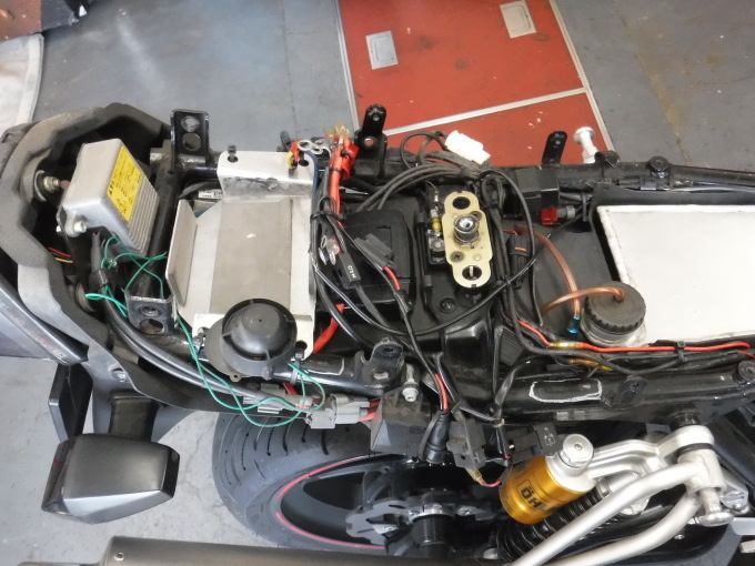 ZRX1100コンさん号の外装交換でした。・・・その1_a0163159_21354492.jpg
