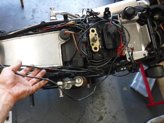 ZRX1100コンさん号の外装交換でした。・・・その1_a0163159_21384601.jpg